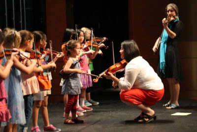 Teaching violin at kids level